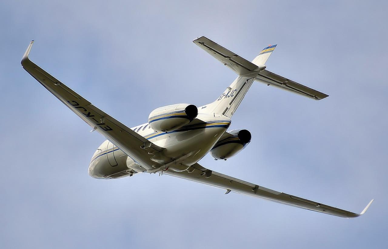 a plane landing at big bear airports